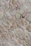 Den naturliga travertinen slår samman, och terrasser marmorerar textur, Pamukkale, Turkiet, bomullsslott Royaltyfri Fotografi