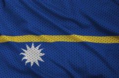 Den Nauru flaggan skrivev ut på ett tyg för ingrepp för polyesternylonsportswear w royaltyfri bild