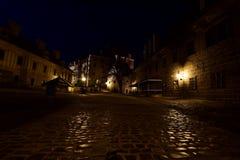 Den 2nd borggården av den ÄŒeskà ½Krumlov slotten i natten Royaltyfria Bilder