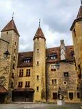 Den Neuchatel slotten som är daterad tillbaka till det 12th århundradet, är en schweizisk arvplats av nationell signifikans Fotografering för Bildbyråer