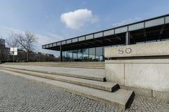 Den Neue Nationalgalerie konstgallerit i Berlin, Tyskland Arkivbilder