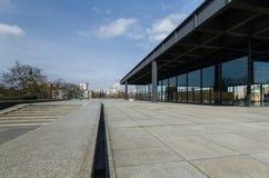 Den Neue Nationalgalerie konstgallerit i Berlin, Tyskland Arkivfoto