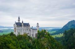 Den Neuschwanstein slotten i den Fussen Tyskland royaltyfria bilder