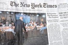 DEN NEW YORK TIMES HELGEN KOSTAR $6 00 USA DOLARS Royaltyfri Foto