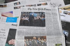 DEN NEW YORK TIMES HELGEN KOSTAR $6 00 USA DOLARS Fotografering för Bildbyråer