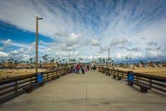 Den Newport pir, i den Newport stranden Fotografering för Bildbyråer