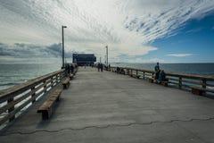Den Newport pir, i den Newport stranden Royaltyfri Foto