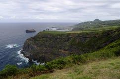Den nordliga kustlinjen av den SaoMiguel ön Arkivfoto