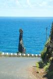 Den nordvästliga kusten var bergen i norden av ön av madeiran möter Atlanticet Ocean Arkivfoto