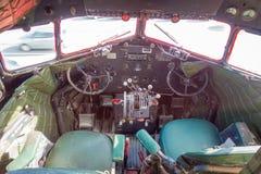 DEN NORR ÖN, NYA SJÄLLAND MAY 18, 2017: Inre sikt av cockpiten från den fantastiska nivån DC3 som delen av McDonalden Arkivbild