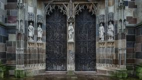 Den norr portalen av St Elisabeth Cathedral, KoÅ ¡ is, Slovakien fotografering för bildbyråer