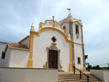 Den Nossa Senhora da Conceicao kyrkan i Vila gör Bispo Arkivfoto