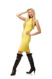 Den nätta ganska flickan i den gula klänningen som isoleras på Arkivbilder