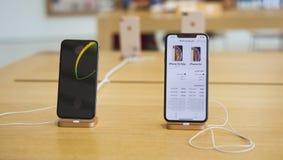 Den nya Apple Iphone X och XS som är till salu i Dubai royaltyfria foton