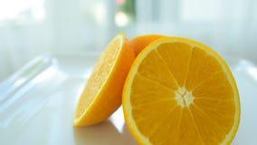 Den nya citronen från marknaden äter väl frukt är användbar till kroppen täta nya frukter upp Sunt äta och att banta begrepp arkivfilmer