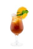 Den nya drinkcoctailen dekorerade vid den gröna mintkaramellen och apelsinen Royaltyfri Bild