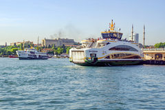 Den nya färjan för Istanbul, Kadikoy pir Royaltyfri Bild