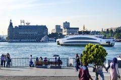 Den nya färjan för Istanbul, Kadikoy pir Royaltyfri Fotografi