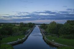 Den nya föreningspunktkanalbron över floden gick arkivbilder