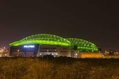 Den nya Natanya fotbollsarenan som är upplyst på natten Royaltyfri Foto