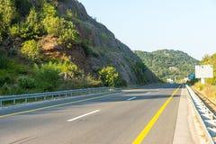 Den nya huvudvägen från huvudstaden till havet, Montenegro Arkivfoto