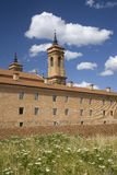 Den nya kloster av San Juan de la Pena, Jaca, i Jaca, Huesca, Spanien som konstrueras efter brand i 1676 och ovanför kloster av Fotografering för Bildbyråer