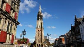 Den nya kyrkan (Nieuwe Kerk) - delftfajansmarknadsfyrkant Höjd 108 75m - Netherland Royaltyfria Foton