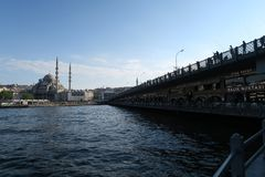 Den nya moskén - Yeni Cami - ursprungligen namngiven Valide sultan i Istanbul, Turkiet arkivbilder