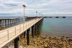 Den nya och gamla bryggan på den snabba fjärden södra Australien på 15th mars Royaltyfria Bilder