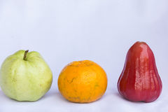 Den nya röda rengöringen för rosäpple-, apelsin- och gräsplanguava bär frukt Royaltyfria Foton