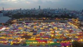 Den nya röta Fai Train Market Ratchada arkivfilmer