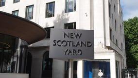 Den nya Scotland Yard polisen undertecknar in London lager videofilmer