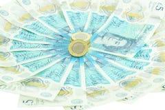 Den nya UK-polymern fem pund anmärkning och de nya 12na sid myntet £1 royaltyfria bilder
