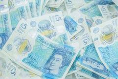 Den nya UK-polymern fem pund anmärkning som presenterar förhöjd counterfei royaltyfria foton