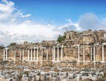 Den Nymphaeum springbrunnen fördärvar arkivbild