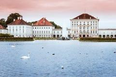 Den Nymphenburg slotten och parkerar den Munich Bayern Tyskland Arkivfoto