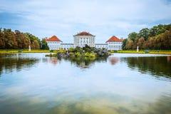 Den Nymphenburg slotten och parkerar den Munich Bayern Tyskland Royaltyfri Bild
