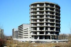 Den oavslutade konstruktionen för bostads- byggnad i Pasilaiciai Royaltyfri Fotografi