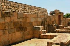 Den oavslutade sammansatta stenväggen fördärvar i den Brihadisvara templet i Gangaikonda Cholapuram, Indien royaltyfri foto
