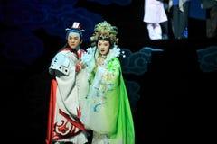 Den odödliga partnern - den historiska magiska magin för stilsång- och dansdramat - Gan Po Arkivbilder
