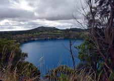 Den oerhörda blåa sjön på Mt Gambier Arkivfoto