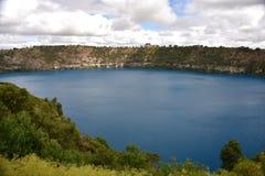 Den oerhörda blåa sjön på Mt Gambier Royaltyfria Foton