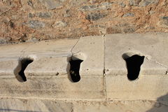 Den offentliga toaletten i den Ephesus antikviteten fördärvar av den forntida staden i Selcuk, Turkiet Arkivfoton