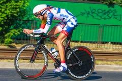 Den oidentifierade deltagaren av 70th turnerar de Pologne som cyklar det 7th etapploppet i Krakow, Polen Arkivfoton