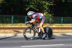 Den oidentifierade deltagaren av 70th turnerar de Pologne som cyklar det 7th etapploppet i Krakow, Polen Arkivbild