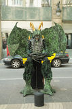 Den oidentifierade gataskådespelaren poserar i Barcelona Arkivfoton