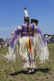 Den oidentifierade kvinnliga indiandansaren bär den traditionella powen överraskar klänningen under NYC-powen överraskar Royaltyfri Bild