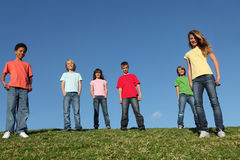 den olika gruppen lurar ungdommen Arkivfoton
