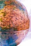den olika jordklotillustrationvektorn visar världen Arkivfoto