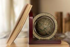 den olika jordklotillustrationvektorn visar världen Royaltyfri Fotografi